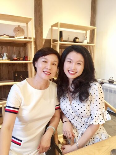 Jieni Zhou and her mom