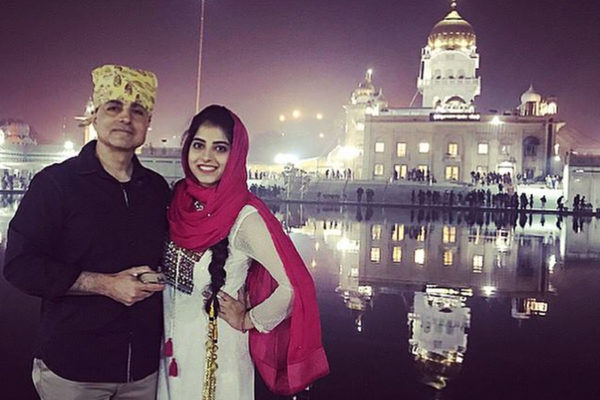 Kripa Ahuja and her father stand in front of the biggest Sikh temple in Delhi