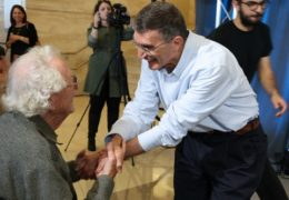 Photo of Oliver Smithies congratulating Aziz Sancar, holding one another's hands.