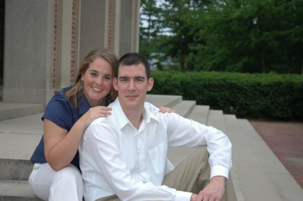 a young Johna and Jason Mihalik in front of the Morehead-Patterson Bell Tower